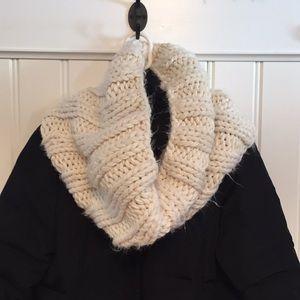 Fluffy, warm neck shawl